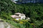 Eyzahut Propriété avec 2 maisons en pierre sur 5900 m² de terrain