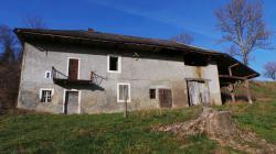 Grange à rénover d\'environ 126 m² au sol à La Biolle