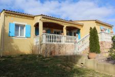 Villa 134 m² , 3 chambres, bureau , sur parcelle de 1193 m² boisée avec piscine
